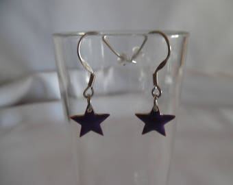 Star earrings, purple, enameled copper mounted on stainless steel.