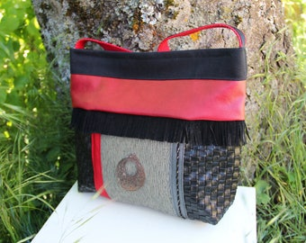 Built-in shoulder hand bag / Red