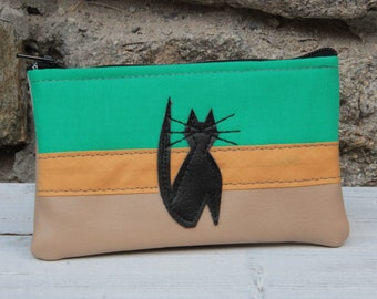 Le Chat-Marré green and beige