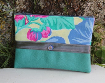 Green water textile pouch / floral grey