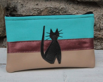 The turquoise and beige cat cat-cat wallet