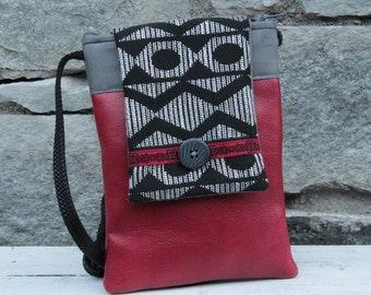 Red and black Le Chat-Marré phone shoulder pocket