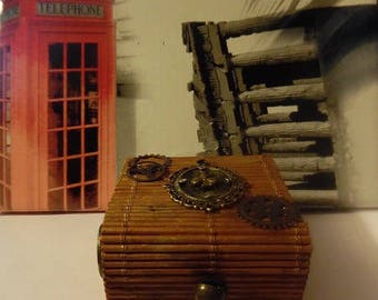 box with Cameo and gears steampunk