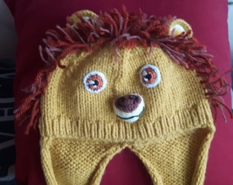Lion hat with integrated earmuffs and scarf