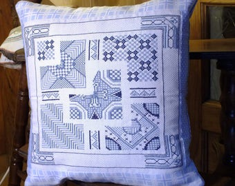 COVER cushion hand embroidered in cross stitch: elegant wedding blue tones