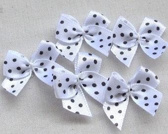 LOT 6 APPLIQUES PRINTINGS: white polka dot bowtie black 25mm