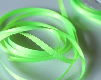 BOBINE de 20 mètres de ruban satin, 6 mm de large, coloris vert fluorescent,  pour création bijou, mercerie, décoration, couture, mariage 6ab855b220f