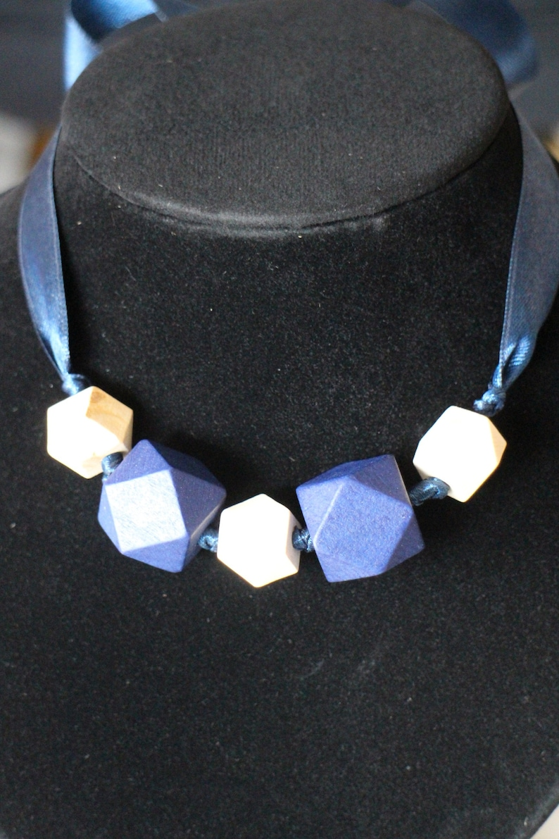 COLLIER faceted wooden beads and handmade navy satin ribbon