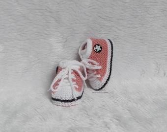 c38bc0da56635 chaussons bébé chausson basket chaussons laine 0 3 mois tricotés main vieux  rose noir blanc cadeau naissance