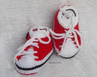 32924501de11f chaussons bébé chausson laine chaussons basket 0 à 3 mois tricotés main  rouge noir blanc cadeau naissance