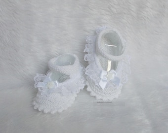 shape ballerina 0/3 month baby booties knitted white wool and lace marietricotine