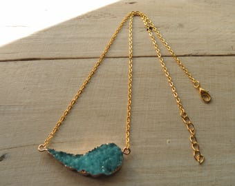Cabochon turquoise granite and gold tone necklace