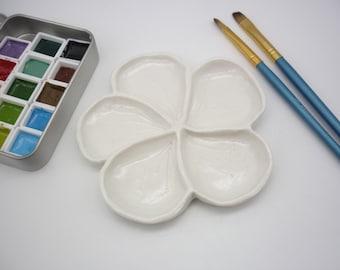 Petite palette 4; Sakura couleur blanche ,5 trous,  fourniture aquarelle artisanale, céramique,  porcelaine, fleur de cerisier, arrosage