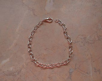 Light silver with lobster clasp bracelets. 20cm