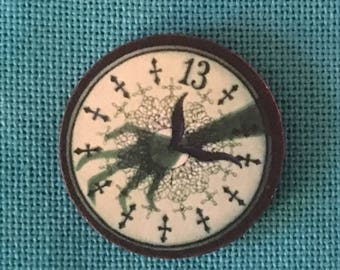 Scary Clock Wooden Needle Minder