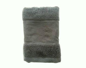 Serviette à broder de chez rico design : gris