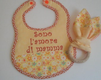 "Bib Set and Toy ""I'm Mommy's love"" for Bimbo"