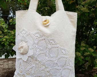 Tote bag in ecru linen with crochet white application