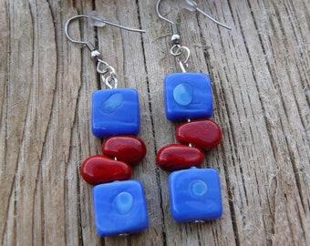 b1b6cbb271bb Boucles d oreille rouges et bleues