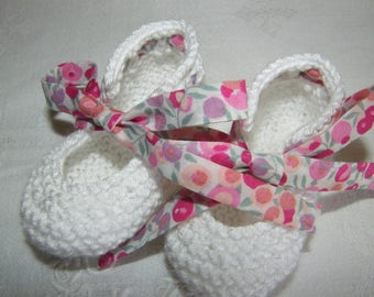 Booties in white cotton and LIBERTY Wiltshire pink 1/3/6 months