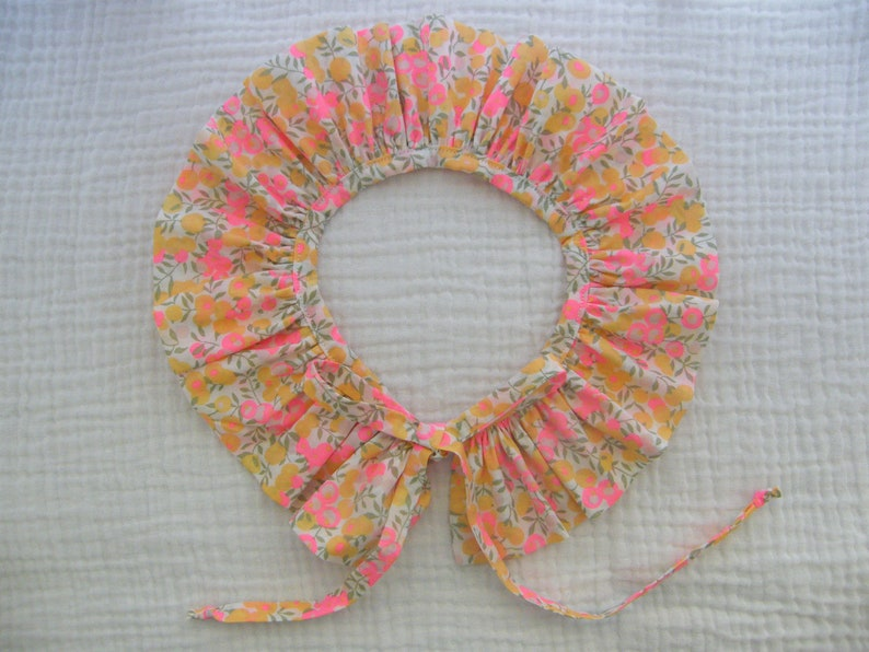 Bonnet /& collar pierrot LIBERTY Wiltshire Lemon curd birth 13691218 months to 23 years
