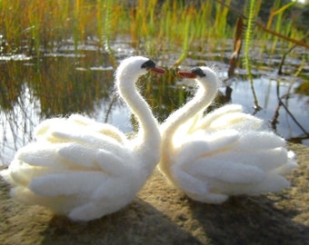 SWAN COUPLE gift for bride, handmade little felt swan figurines, felt swan wedding gift, merino wool swan sculpture, white needle felt swans