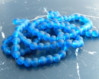 031 lot of 105 blue frosted glass beads