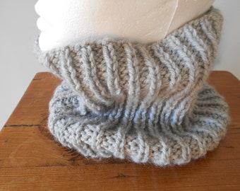 Snood pour adulte réalisé à la min au tricot en laine grise , tour du cou  en laine au tricot, écharpe au tricot, fait main 627119cfa82