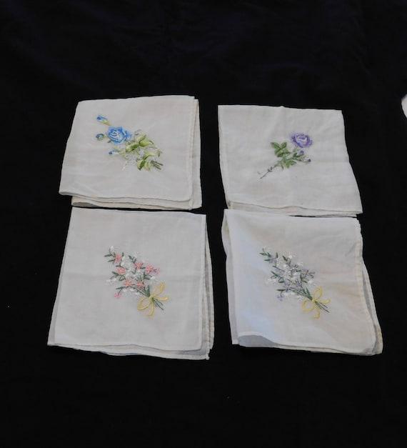 Antique Handkerchiefs Vintage Handkerchiefs Monogrammed Handkerchief Hand-embroidered Handkerchiefs Set of 4 Lace Handkerchief