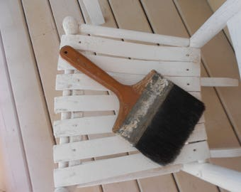 Large Horsehair Paint Brush with wooden handle, vintage patina ln good condition