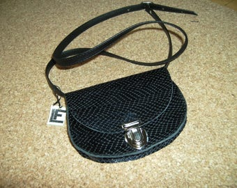 """""""Mini pouch"""" black scales for Lady to become a bandit"""