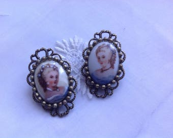Set of two vintage cabochons ride as a brooch, 32x20mm