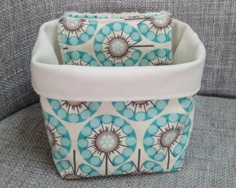 basket and its 5 wipes, graphic pattern