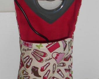 Sleeve, charge your laptop, ipad, mp3 - model fashion ecru background