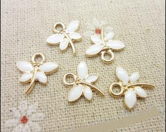 5 jolies breloques petites libellules dorés émaillés blanc, 14*13mm