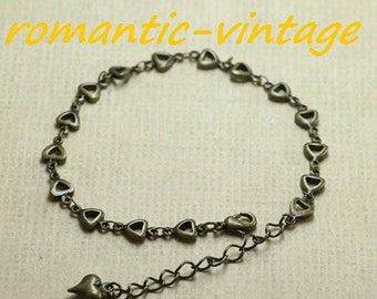 beautiful adjustable bracelet antique bronze, geometric shape and finish heart charm