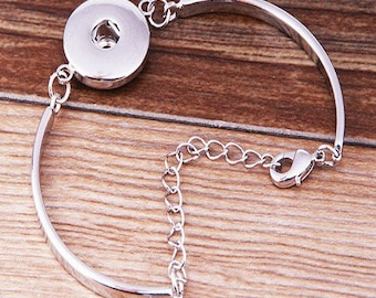 beautiful Silver adjustable Bangle style bracelet, snap 18 / 20mm