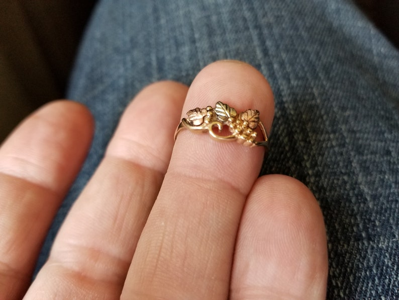 white and rose gold leaf pattern size 8   1.8 Grams 10k Yellow