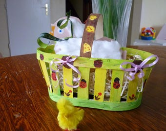 Wooden basket with handle, spring decoration