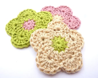 Set of 3 flowers old pink, green and Beige crocheted