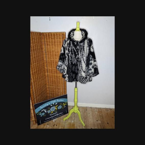 Ladies cape coat, winter knitted cape, ladies cape