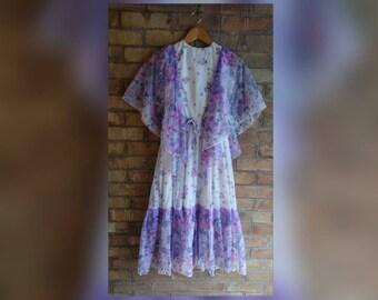 Vintage pretty purple floral dress