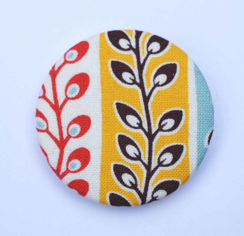 Fabric covered badge with retro stripes 44mm
