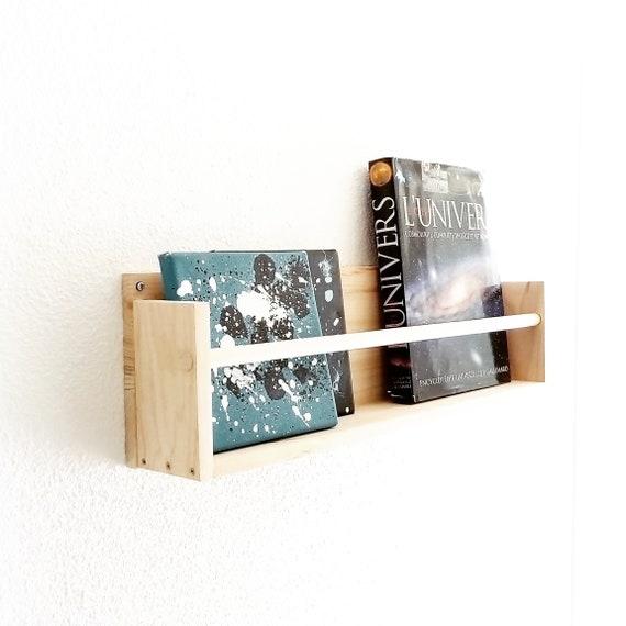 Etagere A Livre En Bois Brut Deco Chambre Bebe Et Enfant Idee Cadeau De Naissance Entierement Fait Main Style Scandinave