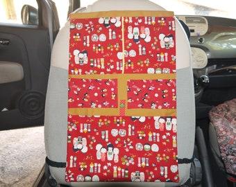 """Organiseur de voiture pour enfant """"Kokeshis, Poupées Japonaises en Rouge et Jaune-bronze"""" en coton, lanières régables"""