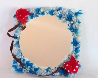 Mirror frame made of wool
