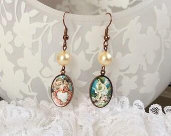 The cherubs style chromos with swarovski pearls dangling earrings