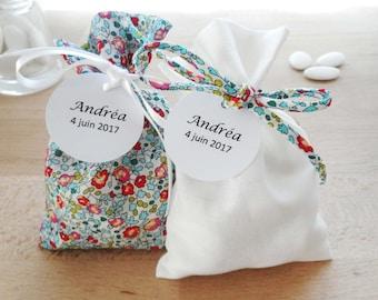 Lot 2 ballotins à dragées Mariage et Baptême, thème Liberty Eloïse turquoise, tissu et ruban blanc, étiquette papier personnalisée, pochon