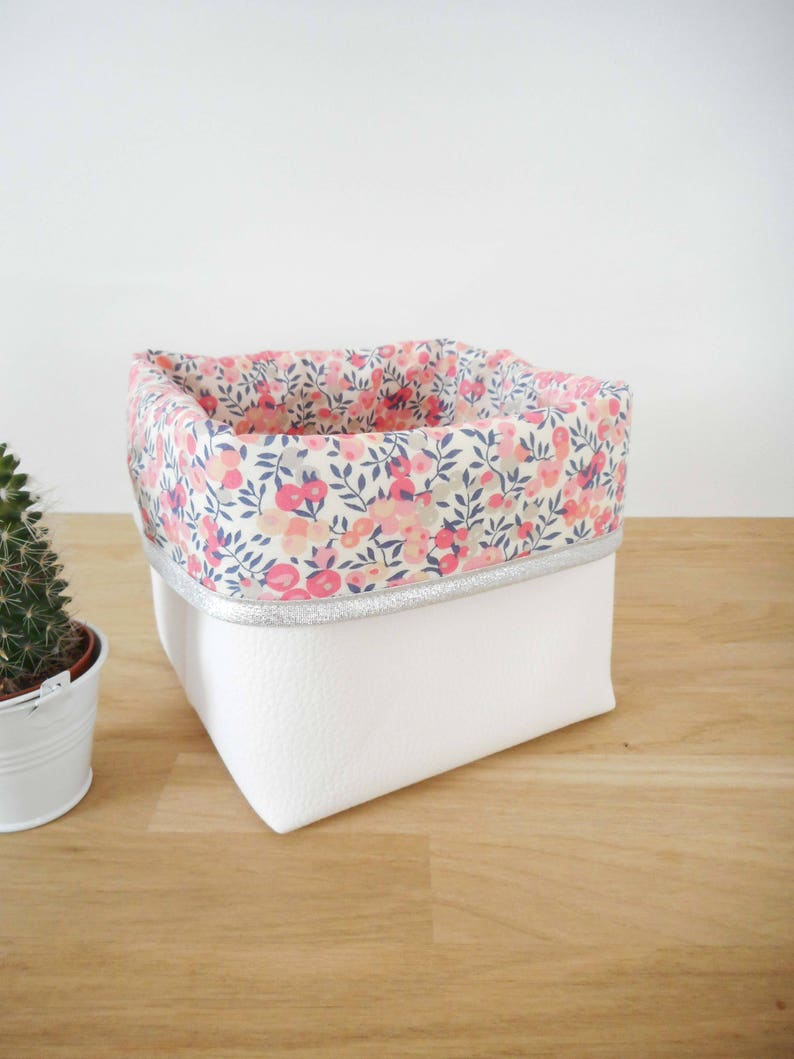 Planter Un Lilas En Pot small style storage basket, faux white leather and liberty wiltshire scent  pea fabric, silver edge, flowers, pink, birth list
