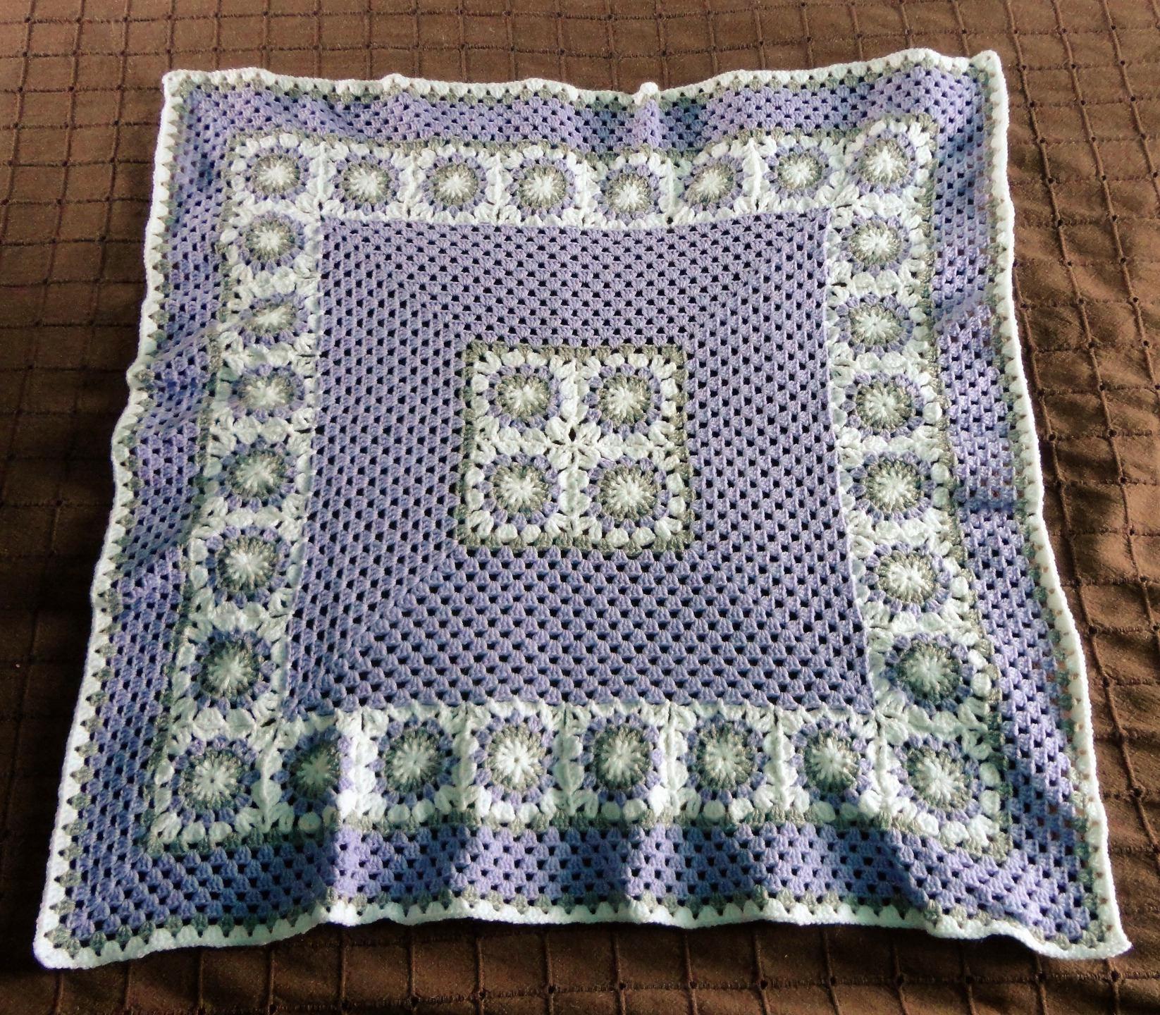couverture plaid pour b b beige et violet pour lit landau etsy. Black Bedroom Furniture Sets. Home Design Ideas